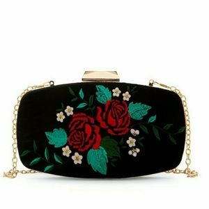 🎉HP🎉OVAL VELVET W/FLOWER EMBROIDERY CLUTCH
